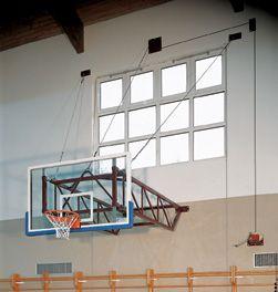 Impianto basket sollevabile con tabellone in legno